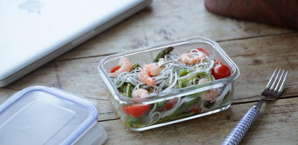 ensalada templada de verduras asadas gambas y la gula del norte