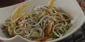 Foto de receta de wok de gulas® al ajillo con colas de langostinos